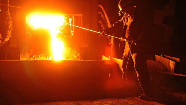 A worker during steel-smelting at a Russian steelmaking plant (File) - Sputnik International
