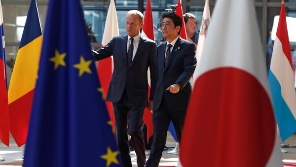 Japan's Prime Minister Shinzo Abe (R) is welcomed by European Council President Donald Tusk at the start of a European Union-Japan summit in Brussels, Belgium July 6, 2017 - Sputnik International