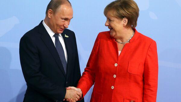 German Chancellor Angela Merkel greets Russian President Vladimir Putin as he arrives for the G20 leaders summit in Hamburg, Germany July 7, 2017 - Sputnik International