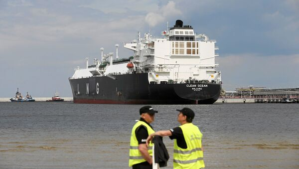The LNG tanker Clean Ocean is pictured during the first U.S. delivery of liquefied natural gas to LNG terminal in Swinoujscie, Poland June 8, 2017 - Sputnik International