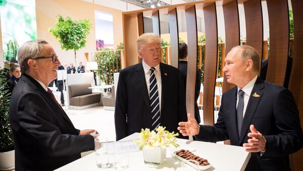 U.S. President Donald Trump, Russia's President Vladimir Putin and President of the European Commission Jean-Claude Juncker talk during the G20 Summit in Hamburg, Germany in this still image taken from video, July 7, 2017 - Sputnik International