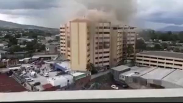 Fire erupts from third tower of El Salvador's finance ministry - Sputnik International