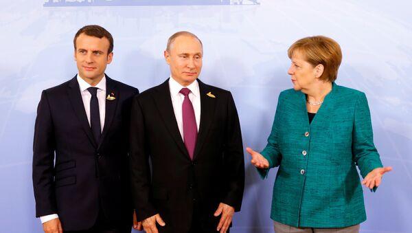 German Chancellor Angela Merkel, Russian President Vladimir Putin and French President Emmanuel Macron meet during the G20 leaders summit in Hamburg, Germany July 8, 2017 - Sputnik International