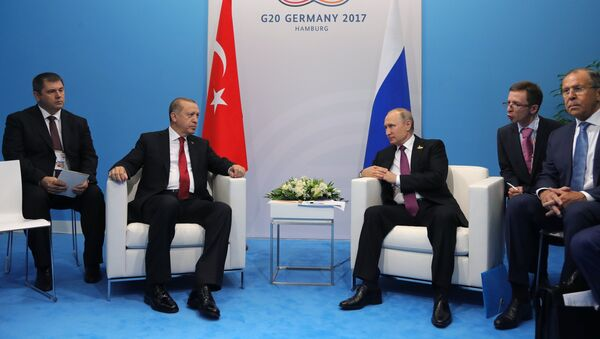 Russian President Vladimir Putin and President of Turkey Recep Tayyip Erdogan, second left, talk during their meeting on the sidelines of the G20 summit in Hamburg. Right: Russian Foreign Minister Sergei Lavrov - Sputnik International