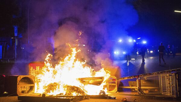 Policemen by a burning barricade in the so-called Schanzenviertel area of Hamburg during the G20 summit, on the morning of 9 July 2017 - Sputnik International