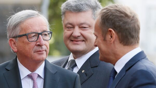 European Commission President Jean-Claude Juncker, Ukrainian President Petro Poroshenko and European Council President Donald Tusk walk before the EU-Ukraine summit in Kiev, Ukraine, July 13, 2017. - Sputnik International