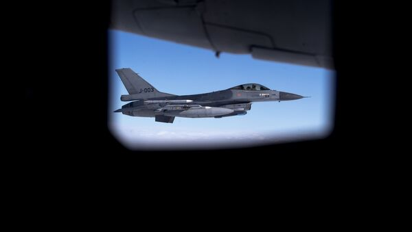 A Royal Netherlands Air Force F- 16 fighter jet participating in NATO's Baltic Air Policing Mission operates in Lithuanian airspace during a Ramstein Alloy air force exercise, April 25, 2017 - Sputnik International