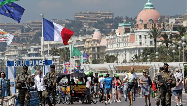 Armed French soldiers patrol along the Promenade des Anglais on the eve of the memorial ceremony of the July 14 fatal truck attack in Nice, France, July 13, 2017. - Sputnik International