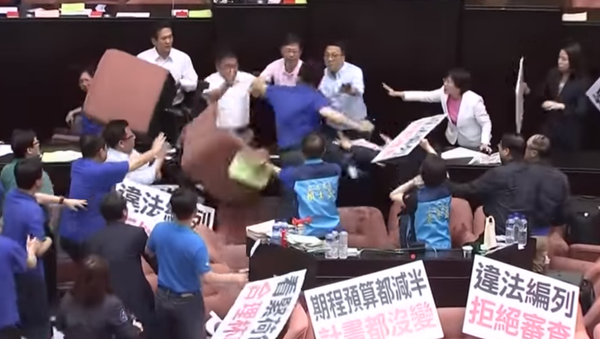 Taiwan's legislators were embroiled in parliament brawl for a second consecutive day on Friday, July 14, 2017. - Sputnik International