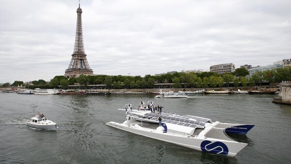 Energy Observer, the first self-sustainable eco-friendly boat, travels on the Seine river next to the Eiffel tower as it leaves for a world tour, in Paris, France July 15, 2017 - Sputnik International