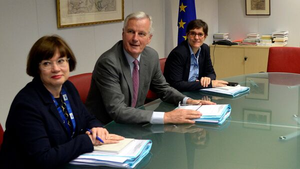 European Union's chief Brexit negotiator Michel Barnier and his delegation and Britain's Secretary of State for Exiting the European Union David Davis and his delegation attend a first full round of talks on Britain's divorce terms from the European Union, in Brussels, Belgium, July 17, 2017. - Sputnik International