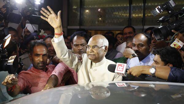 Ram Nath Kovind, center, waves to media upon arrival at the airport in New Delhi, India, June 19, 2017 - Sputnik International