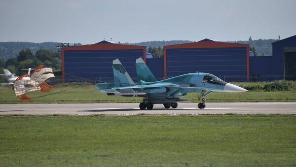 An Sukhoi Su-34 multirole fighter jet lands at the the International Aviation and Space Salon MAKS 2017 in Zhukovsky, Moscow Region. - Sputnik International
