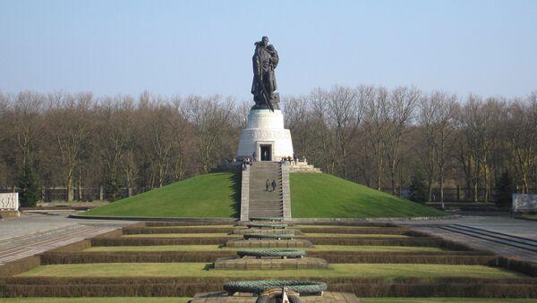 Monument to the Soviet liberator in Treptower Park, Berlin - Sputnik International
