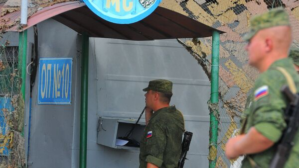 Russian peacekeepers at the checkpoint near the entrance to the town of Bender. - Sputnik International
