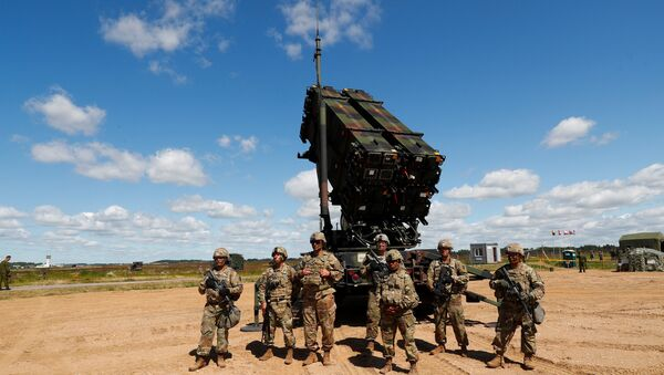 U.S. soldiers stand next to the long-range air defence system Patriot during Toburq Legacy 2017 air defence exercise in the military airfield near Siauliai, Lithuania, July 20, 2017 - Sputnik International