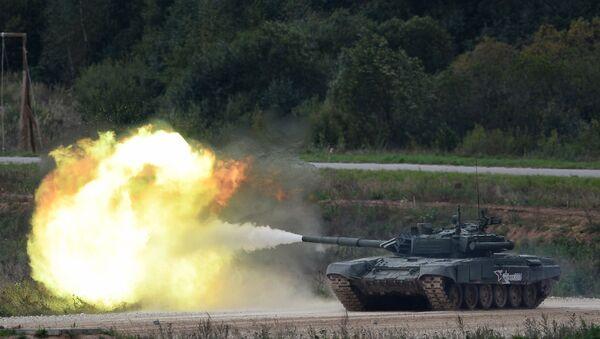 A T-90 tank shoots during a demo exercise at Alabino base (File) - Sputnik International
