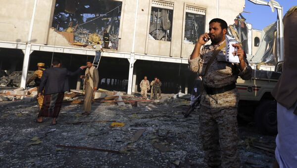 People inspect the aftermath of a Saudi-led coalition airstrike in Sanaa, Yemen, Saturday, Oct. 8, 2016. - Sputnik International