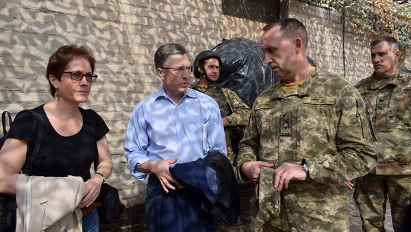 US special Ukraine envoy Kurt Volker and US Ambassador to Ukraine Marie Yovanovitch in Donbass, July 23, 2017 - Sputnik International