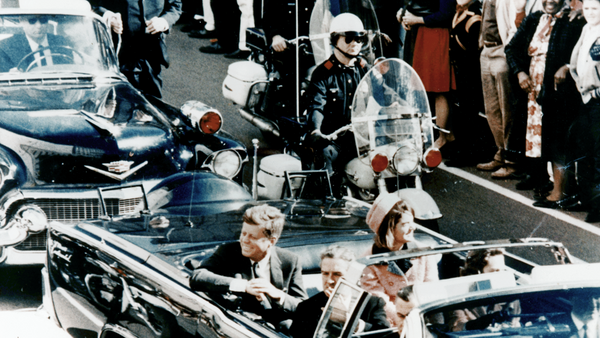 President Kennedy in the limousine in Dallas, Texas, on Main Street, minutes before the assassination. Also in the presidential limousine are Jackie Kennedy, Texas Governor John Connally, and his wife, Nellie - Sputnik International