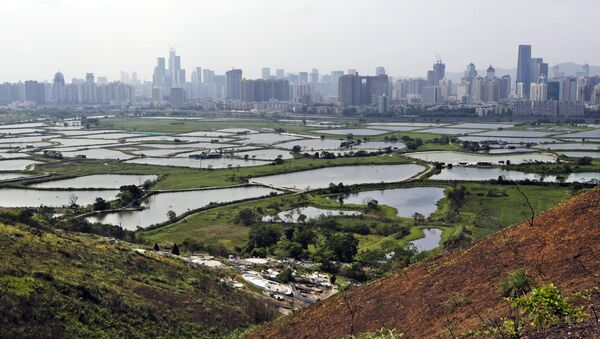 In this April 10, 2014 photo, the southern Chinese megacity of Shenzhen is visible from the hills of Hong Kong, the former British colony next door. - Sputnik International