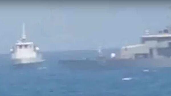 Iranian Vessel Intercepts US patrol boat - Sputnik International