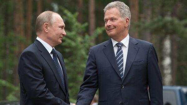 Russian President Vladimir Putin and President of Finland Sauli Niinisto, right, during their meeting - Sputnik International