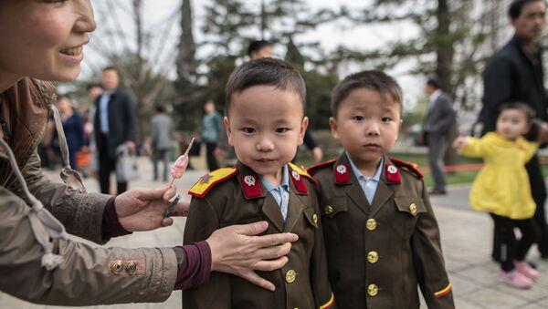 Visitors in the Central Zoo, Pyongyang - Sputnik International