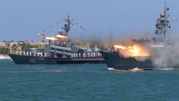 A Russian Navy's minesweeper Kovrovets fires missiles during the Navy Day parade in the Black Sea port of Sevastopol, Crimea, July 30, 2017 - Sputnik International