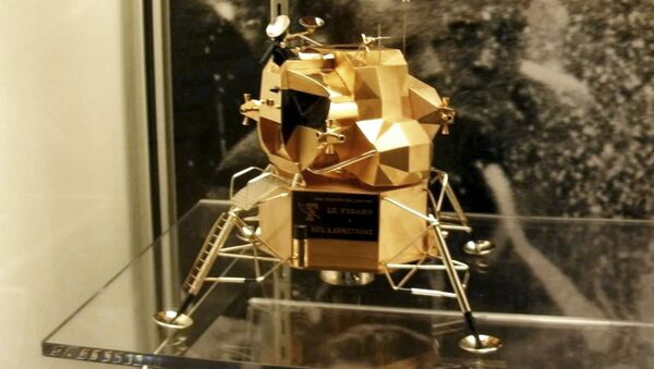 This image provided by Armstrong Air and Space Museum shows a lunar module replica at Armstrong Air and Space Museum in Wapakoneta, Ohio. Police say the rare gold replica of the lunar space module has been stolen from the museum. - Sputnik International