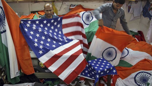 Indian men fold the U.S. and Indian flags at a shop in Mumbai, India (File) - Sputnik International
