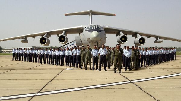 Members of the Indian Air Force IL-78 refueling plane squadron Valorous Mars pose for the photograph in front of an IL-78 after an exercise at Agra Air Force station, Friday, Sept. 24, 2004 - Sputnik International