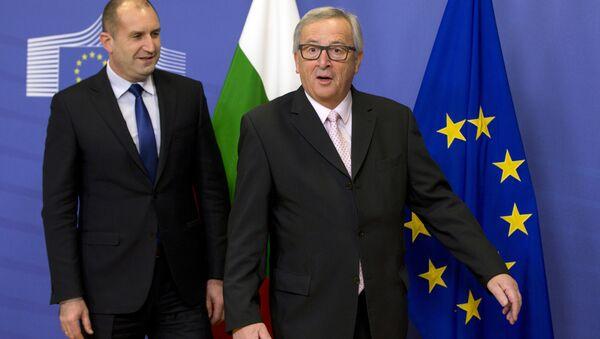 European Commission President Jean-Claude Juncker, right, prepares to greet Bulgarian President Rumen Radev prior to a meeting at EU headquarters in Brussels on Monday, Jan. 30, 2017. - Sputnik International