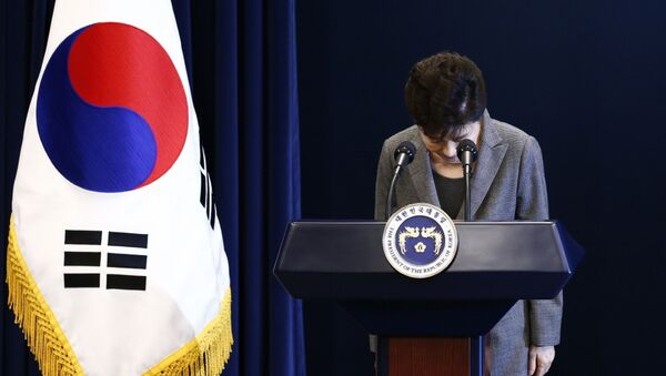South Korean (then) President Park Geun-hye bows during her address to the nation at the presidential Blue House in Seoul, Tuesday, Nov. 29, 2016. - Sputnik International