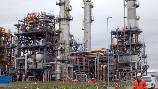 Worker at the Mongstad oil refinery in western Norway. (File) - Sputnik International