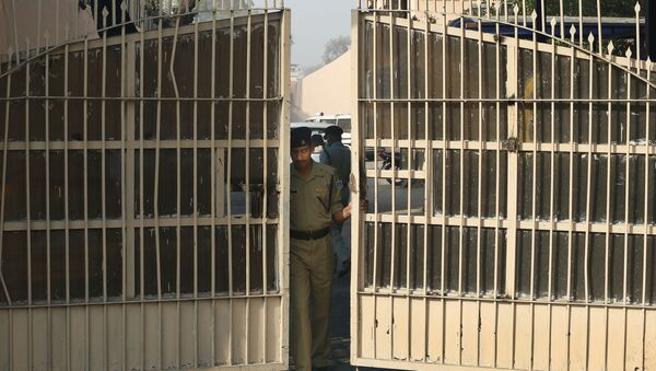 An Indian police officer prepares to close one of the gates at Tihar Jail, the largest complex of prisons in South Asia, in New Delhi, India, Monday, March 11, 2013 - Sputnik International