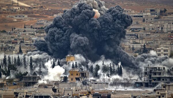 n this Nov. 17, 2014 file photo, smoke rises from the Syrian city of Kobani, following an airstrike by the U.S.-led coalition, seen from a hilltop outside Suruc, on the Turkey-Syria border. - Sputnik International