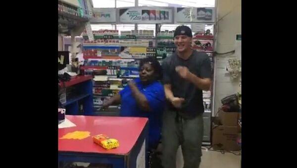 Channing Tatum Dances With Cashier - Sputnik International