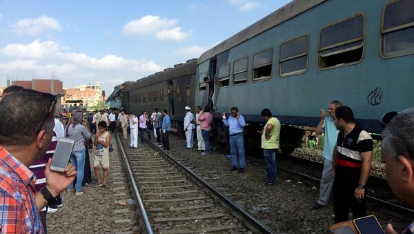 Egyptians look at the crash of two trains that collided near the Khorshid station in Egypt's coastal city of Alexandria, Egypt - Sputnik International