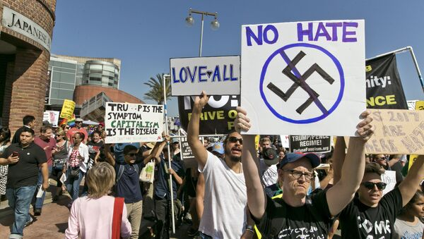 Demonstrators march in downtown Los Angeles on Sunday, Aug. 13, 2017. Protesters decrying hatred and racism converged around the country Sunday, the day after a white supremacist rally that spiraled into violence in Charlottesville, Va - Sputnik International