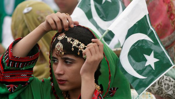 A girl holds a national flag as she attends a ceremony to celebrate Pakistan's 70th Independence Day at the mausoleum of Muhammad Ali Jinnah in Karachi, Pakistan August 14, 2017. - Sputnik International