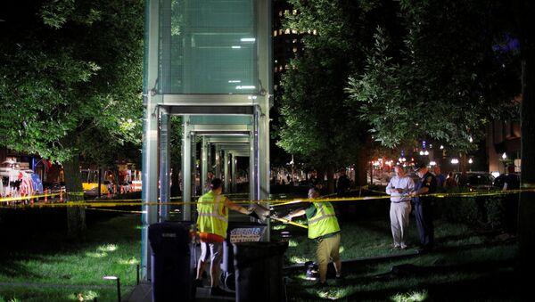 Workers clean up broken glass after the Holocaust Memorial was vandalized in Boston, Massachusetts, U.S., August 14, 2017 - Sputnik International