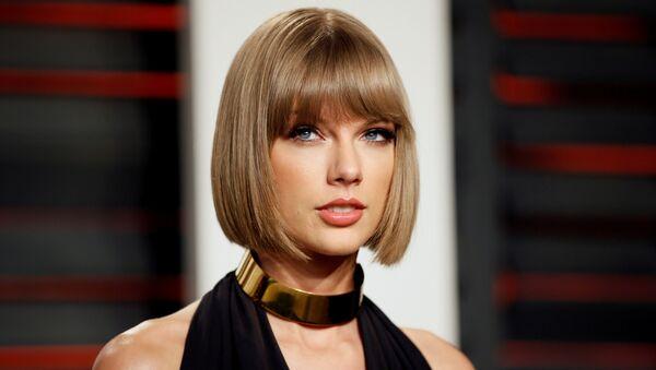 Singer Taylor Swift arrives at the Vanity Fair Oscar Party in Beverly Hills, California, U.S. on February 28, 2016 - Sputnik International