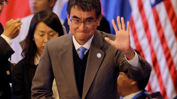 Japanese Foreign Minister Taro Kono waves at the start of the 7th East Asia Summit Foreign Ministers' Meeting and its dialogue partners as part of the 50th ASEAN Ministerial Meetings in Manila, Philippines August 7, 2017 - Sputnik International