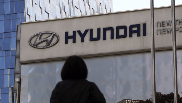 The logo of Hyundai Motor Co. is displayed at the automaker's showroom in Seoul, South Korea, Wednesday, April 26, 2017 - Sputnik International