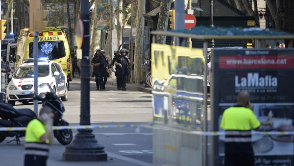 Armed policemen arrive in a cordoned off area after a van ploughed into the crowd, injuring several persons on the Rambla in Barcelona on August 17, 2017 - Sputnik International