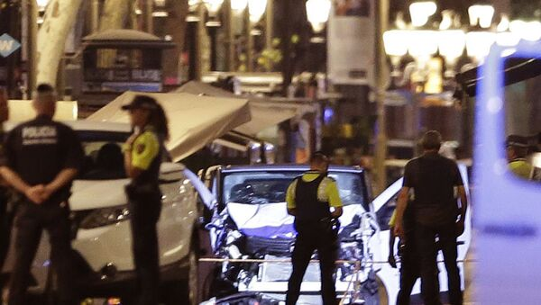 Police officers stand next to the van involved on an attack in Las Ramblas in Barcelona, Spain, Thursday, Aug. 17, 2017. - Sputnik International