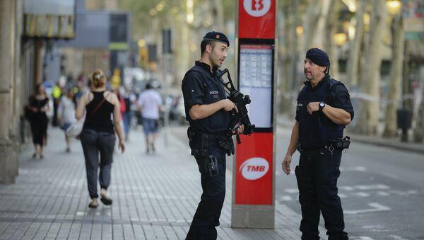 Armed police officers patrol a street in Las Ramblas, Barcelona, Spain, Friday, Aug. 18, 2017 - Sputnik International