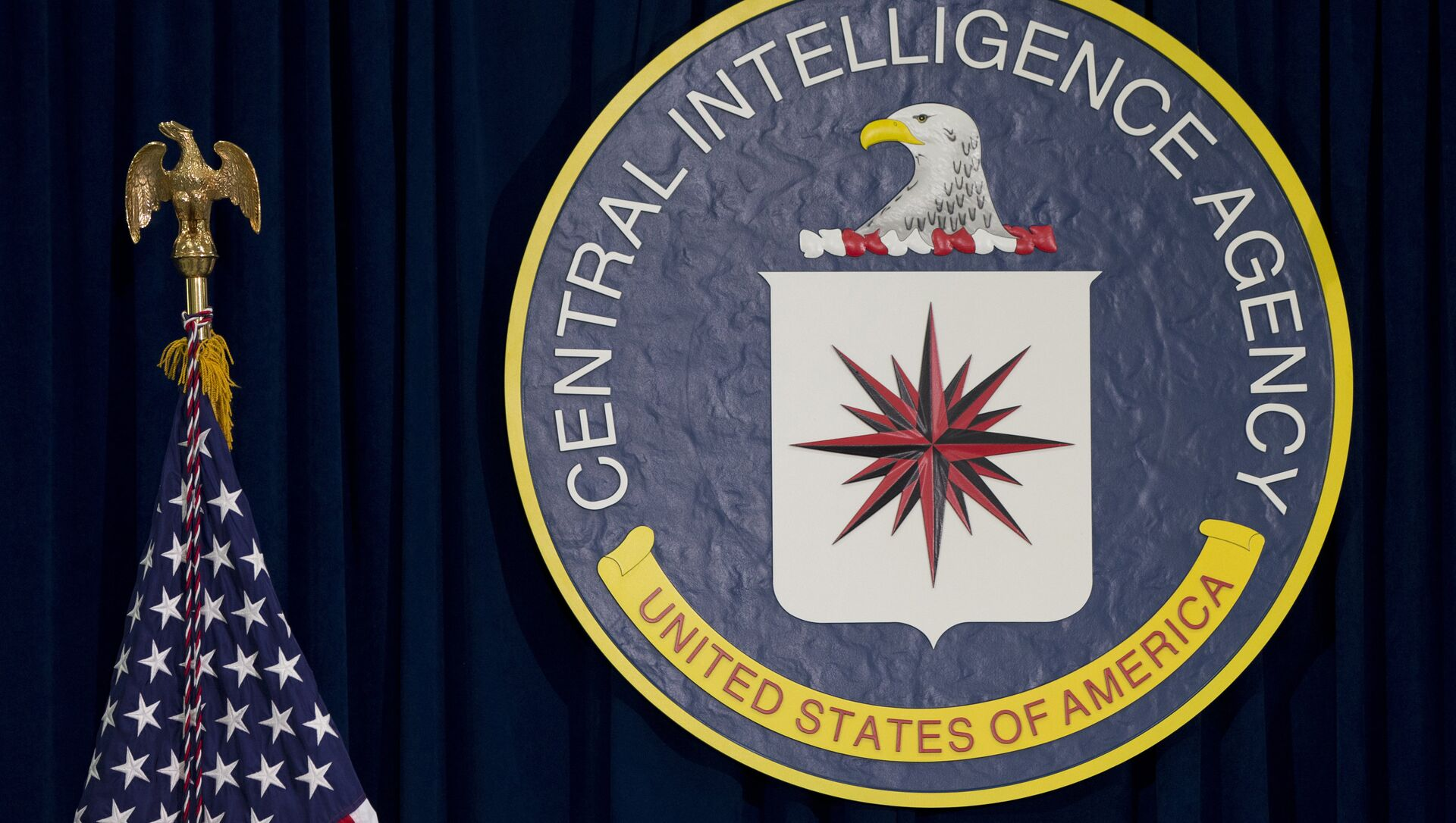 This 13 April 2016 file photo shows the seal of the Central Intelligence Agency at CIA headquarters in Langley, Virginia.  - Sputnik International, 1920, 13.08.2021