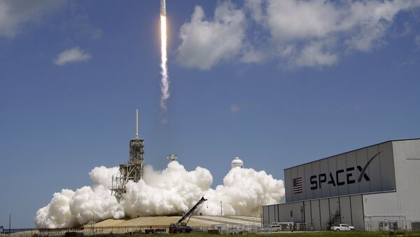 A Falcon 9 SpaceX rocket launches from pad 39A at the Kennedy Space Center in Cape Canaveral, Fla., Monday, Aug. 14, 2017. - Sputnik International